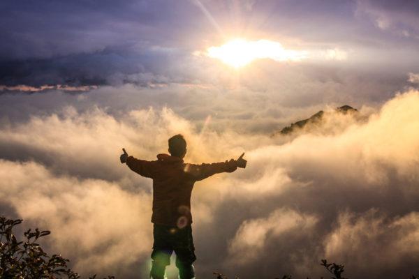 いいねを雲の上からする画像